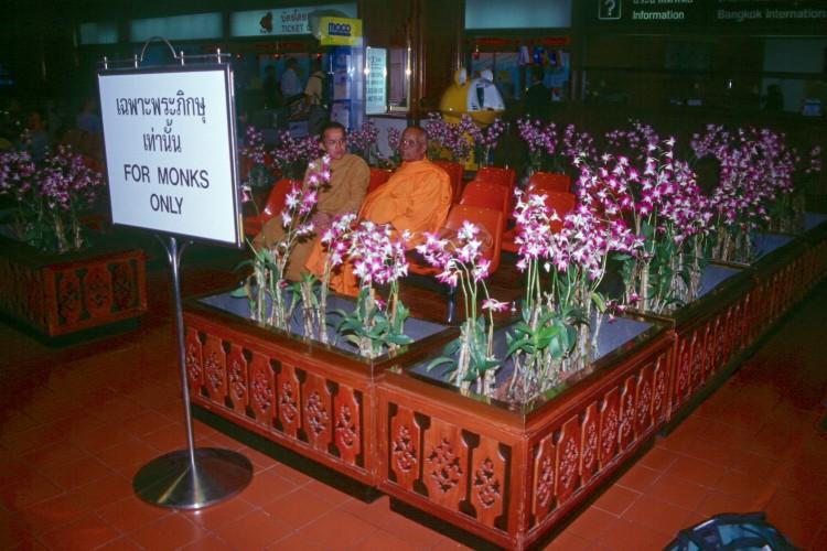 bangkok-airport-monk-lounge-Scan732