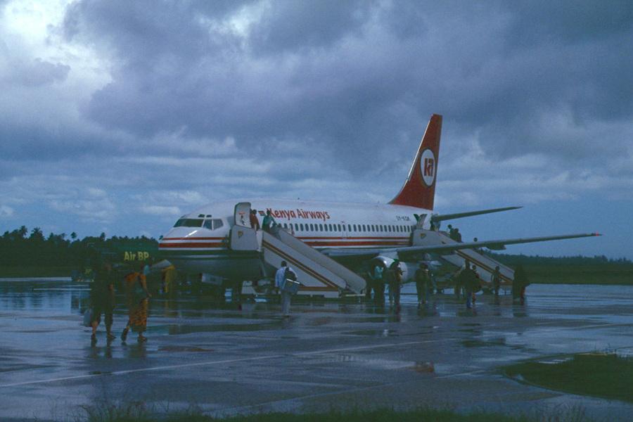 zanzibar-airport-KQ-B737-Scan4709