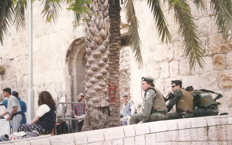 96-04-jerusalem-soldiers