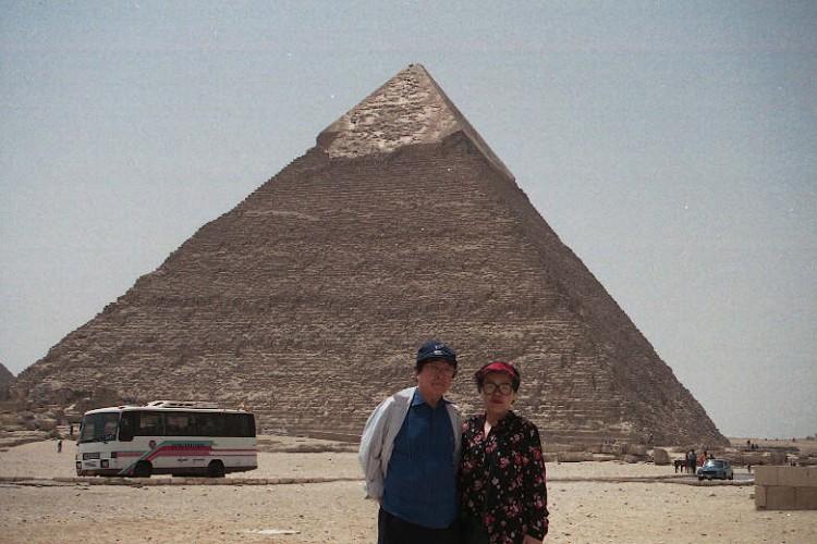 mideast-africa-egypt-CAI-pyramid16