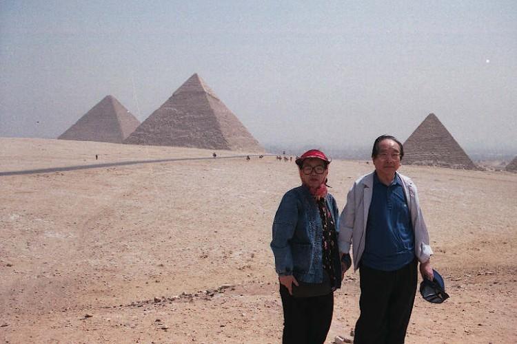 mideast-africa-egypt-CAI-pyramid6