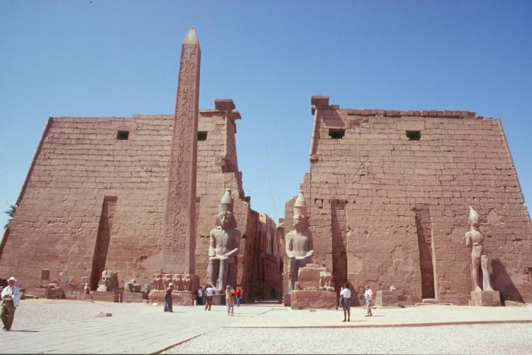 luxor-e-luxor-facade-obelisk-3
