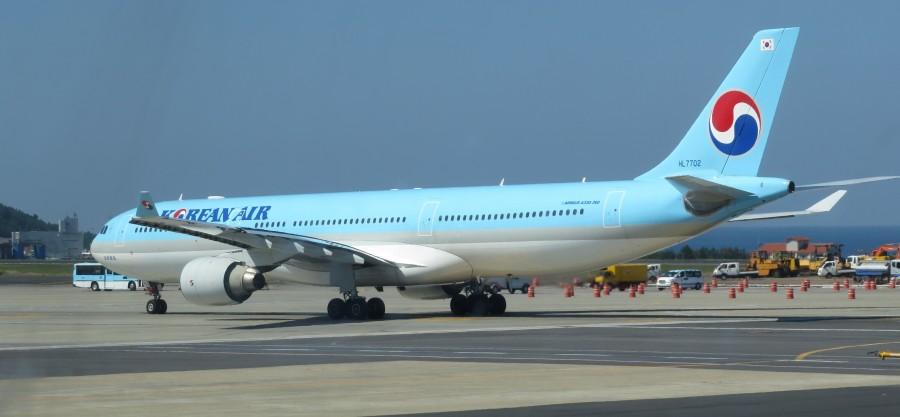 KE-A330-323-HL7702-2001-CJU-IMG_1439