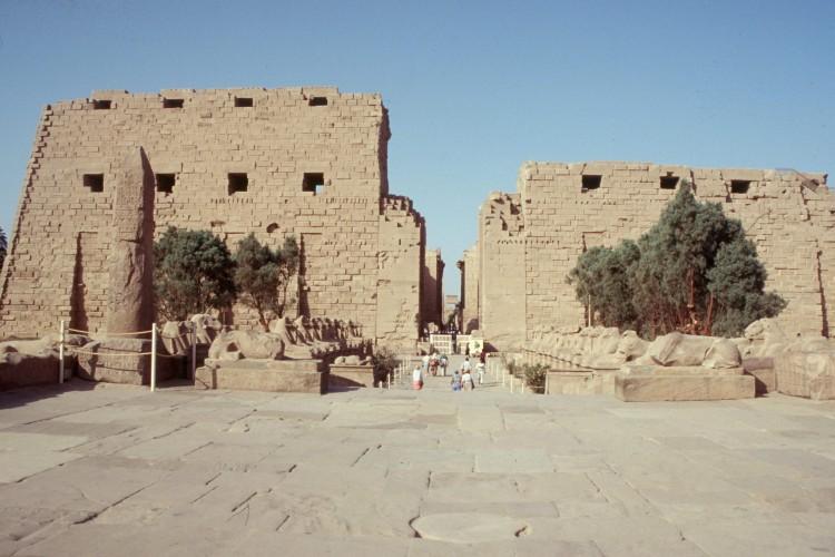 luxor-e-karnak-facade
