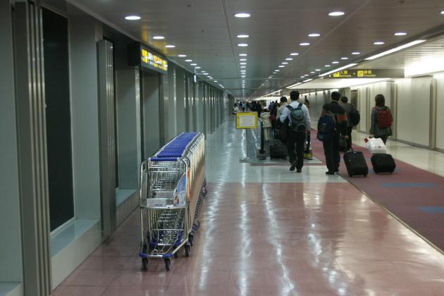 20130328_125734_HKG-arrival-cart (2)