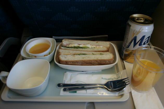 KE758-NGO-ICN-sandwich