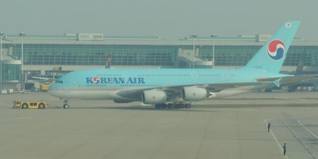 chobl-2015.01.06-KE-A380-towing-ICN-1