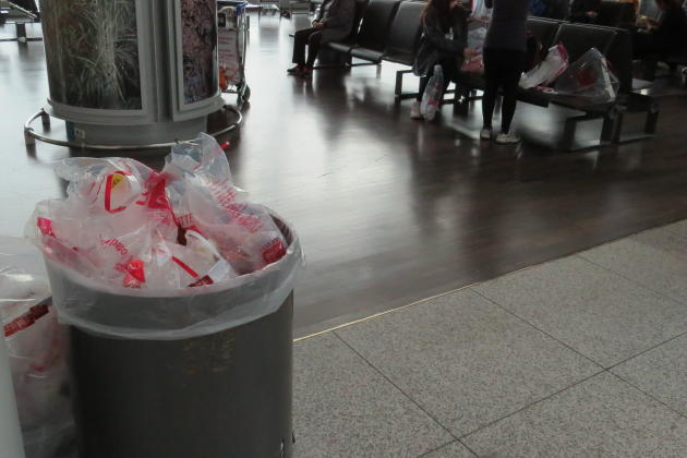 20150201_235950_ICN-dutyfree-trash2