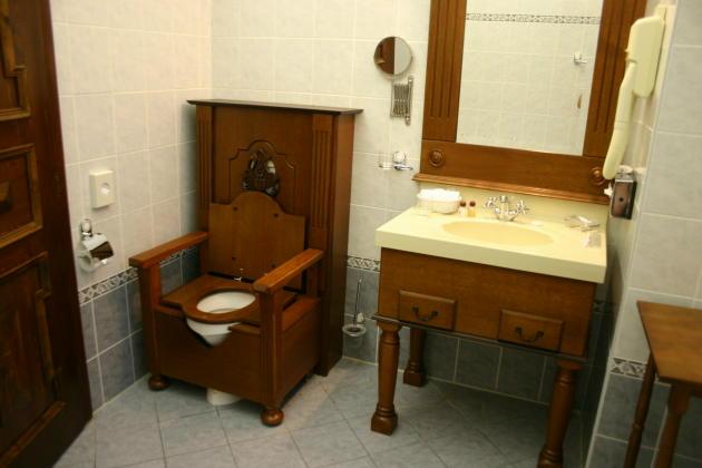cesky-hotel-restroom