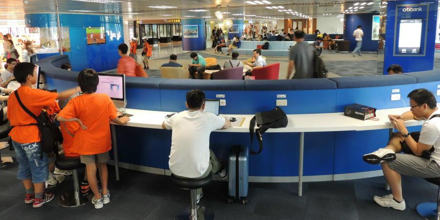 chobl-TSA-international-departure-computer-desk