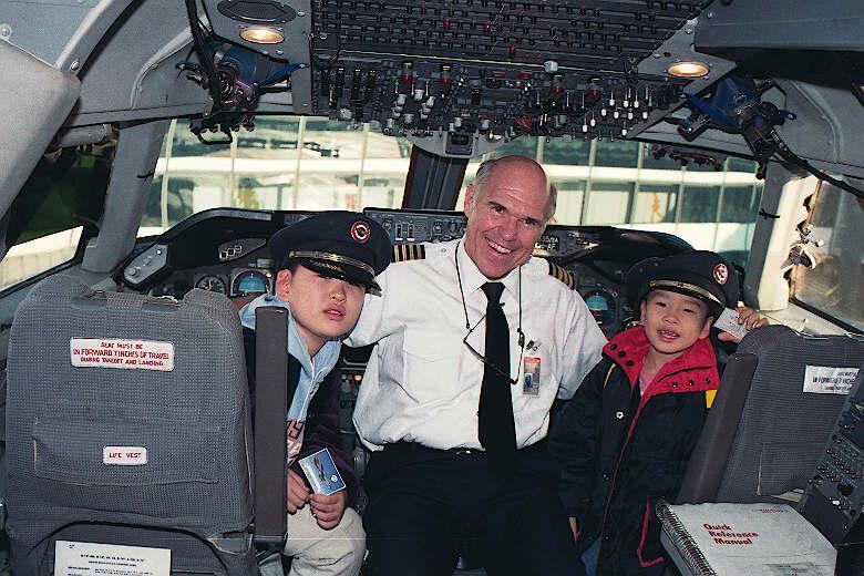9312-air-NW-B747-200 cockpit-우진우석&Captain Scan1195