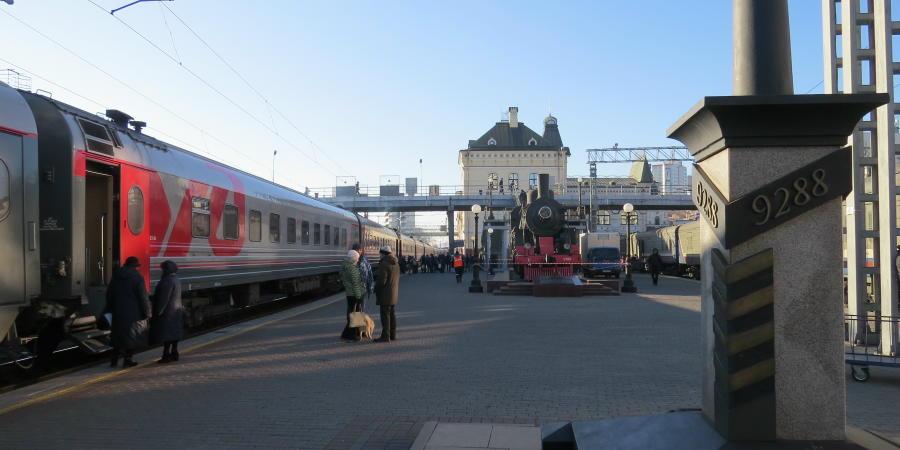 chobl-VVO-station-transsiberia-train2