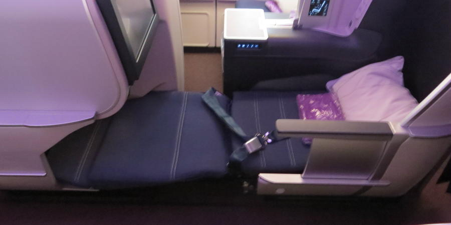 chobl-MH-A330-cabin-new-C-seat-sleeping-mode
