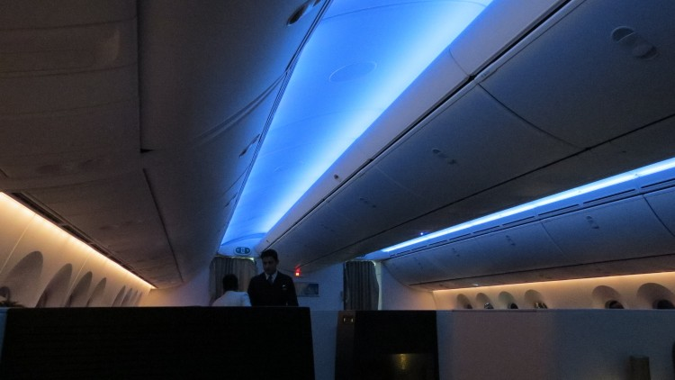 EY-B787-cabin-C-lighting-IMG_4318