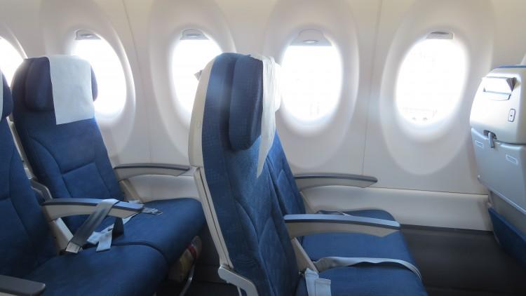 KE-CS300-cabin-Y-plus-IMG_4569