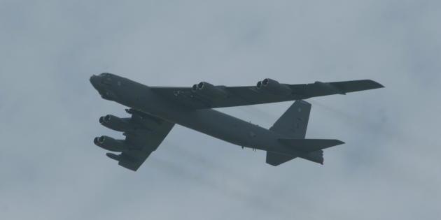 USAF-B-52-flyover
