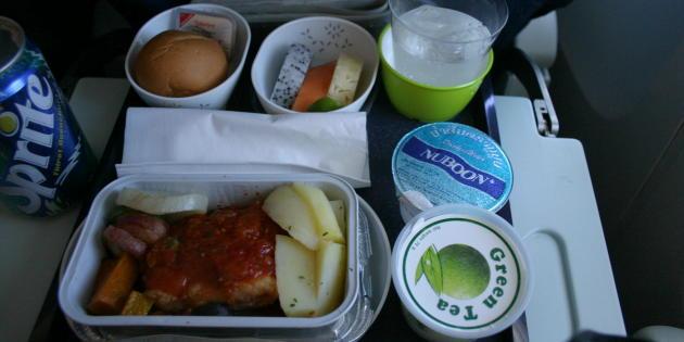 chobl-inflight-meal-CX712-BKK-HKG