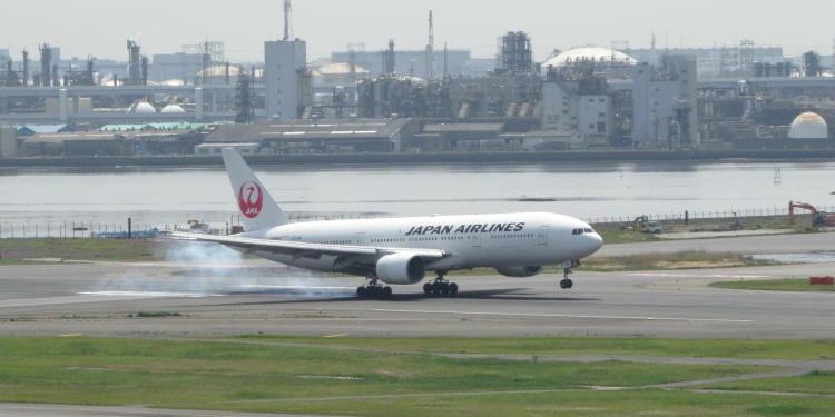 chobl-HND-JL-B777-landing