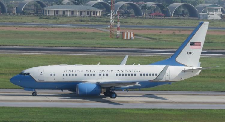 USAF-Boeing-C-40B-B737-7DM-BBJ-10015-2002-HAN-IMG_7268
