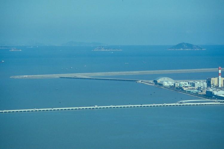 macau-airport-runway-Scan155