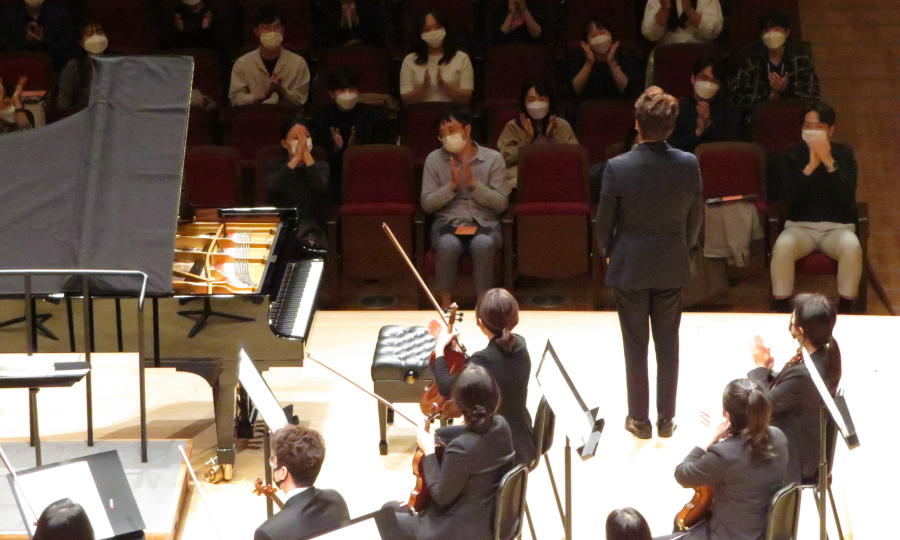 lotte-concert-hall-curtain-call