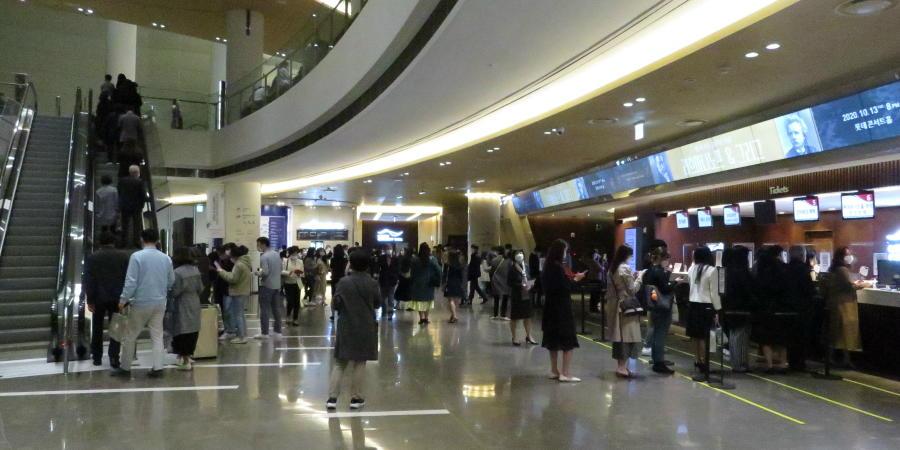 lotte-concert-hall-lobby
