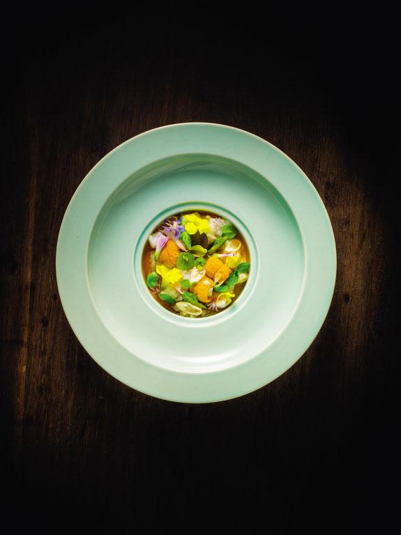 베뉴의 또다른 대표 메뉴인 'Spring Porridge with Sea Urchin.' /사진=파이돈 제공 www.phaidon.com