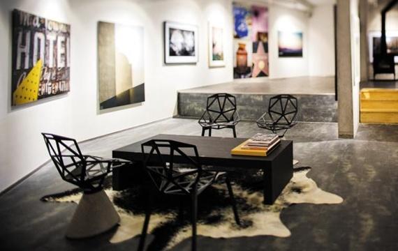김중만 사진작가의 작품들을 만나 볼 수 있는 '르 비스트로 이네네'.