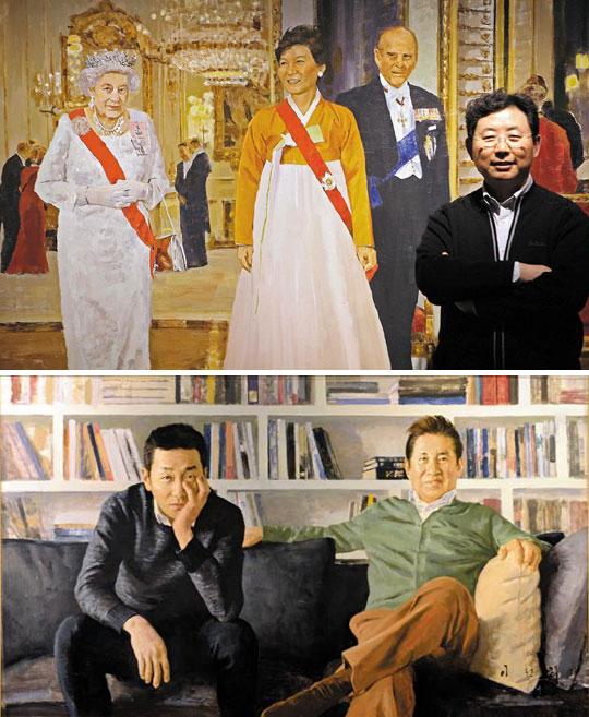 중견 화가 이원희(오른쪽 끝)가 갤러리에 걸린 초상화 작품 앞에 섰다. 박근혜 대통령이 작년 11월 영국을 국빈 방문해 엘리자베스 2세 여왕 부부와 함께 있는 장면. 청와대에서 받은 사진을 토대로 그렸다. (위)아래는 이원희가 그린 배우 김용건·하정우 부자의 초상.