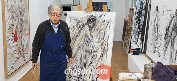 49년 미국 생활을 청산하고 최근 서울 평창동에 작업실을 낸 김병기 화백.