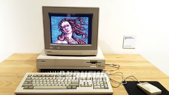 30년만에 최초 공개된 아미가 컴퓨터를 이용한 디지털 작품. 사진 = 왕진오 기자