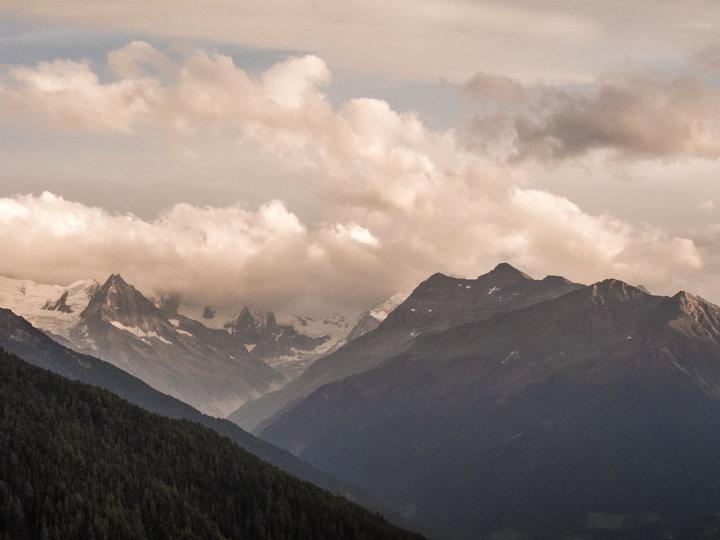 샹돌린 마을에서 바라다 보이는 스위스 알프스 산록