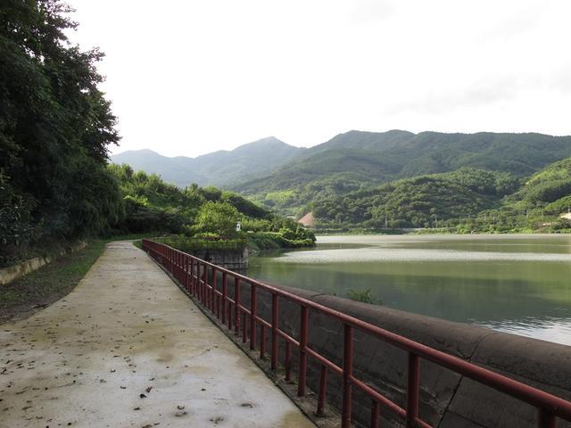 6.산청 구간에 나오는  우계저수지 길.JPG