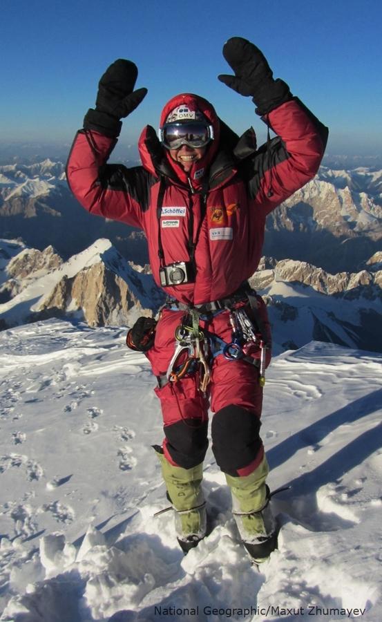K2_2011_ Gerlinde am Gipfel.jpg