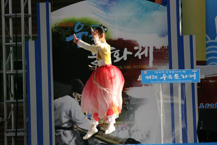 우륵문화제를 상징하는 그림과는 전혀 다른 내용의 행사 일색이다.