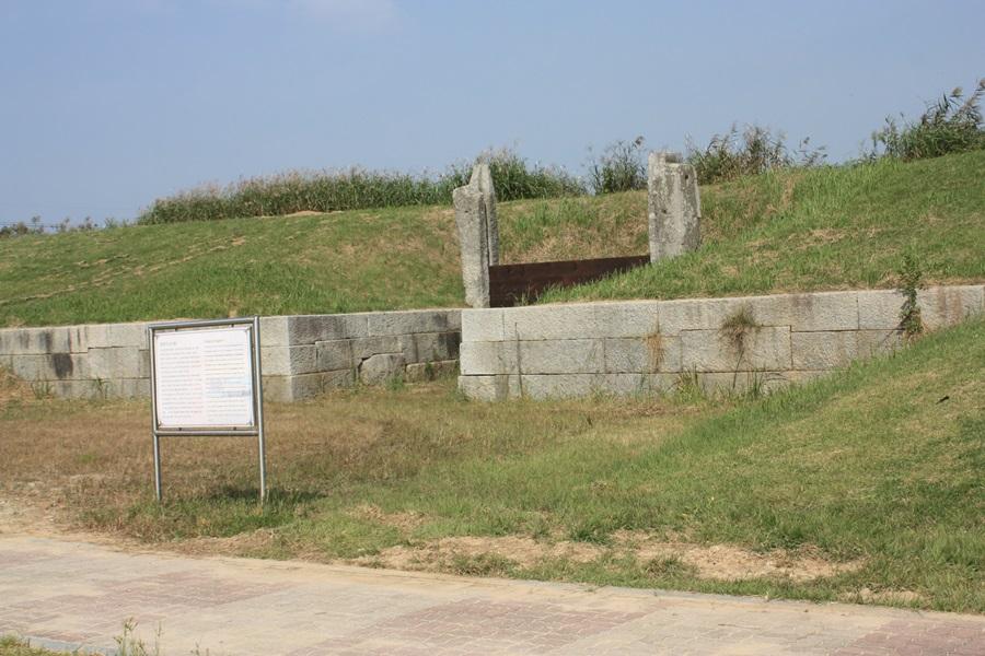 벽골제 방조제 규모를 보면 당시 저수지의 크기를 짐작할 수 있을 정도다.