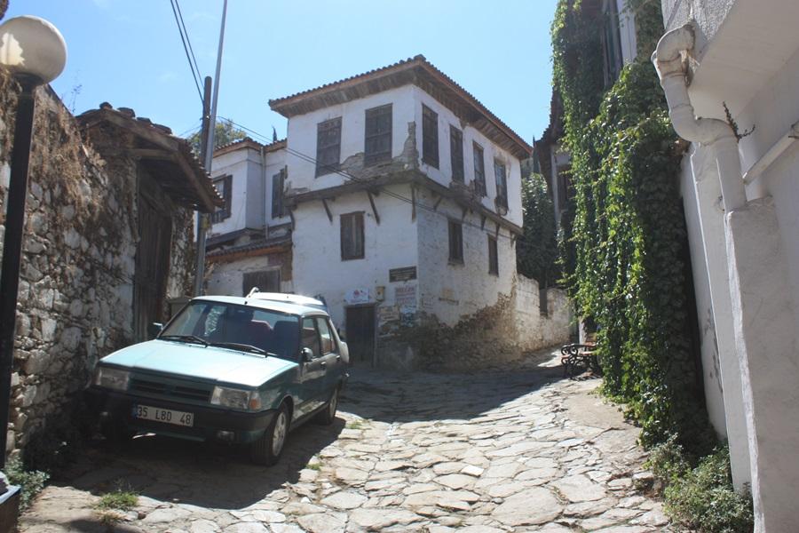 터키인지 그리스인지 구분이 안 될 정도로 거리도 비슷하다.