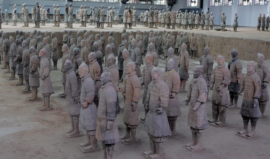 세계 8대 불가사의 중의 하나인 진시황릉 병마용갱도 둘러본다.