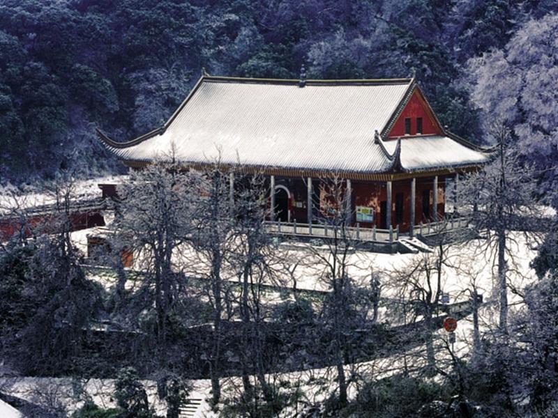 정상에 있는 도교사원. 사진 중국여유국 서울사무소 제공