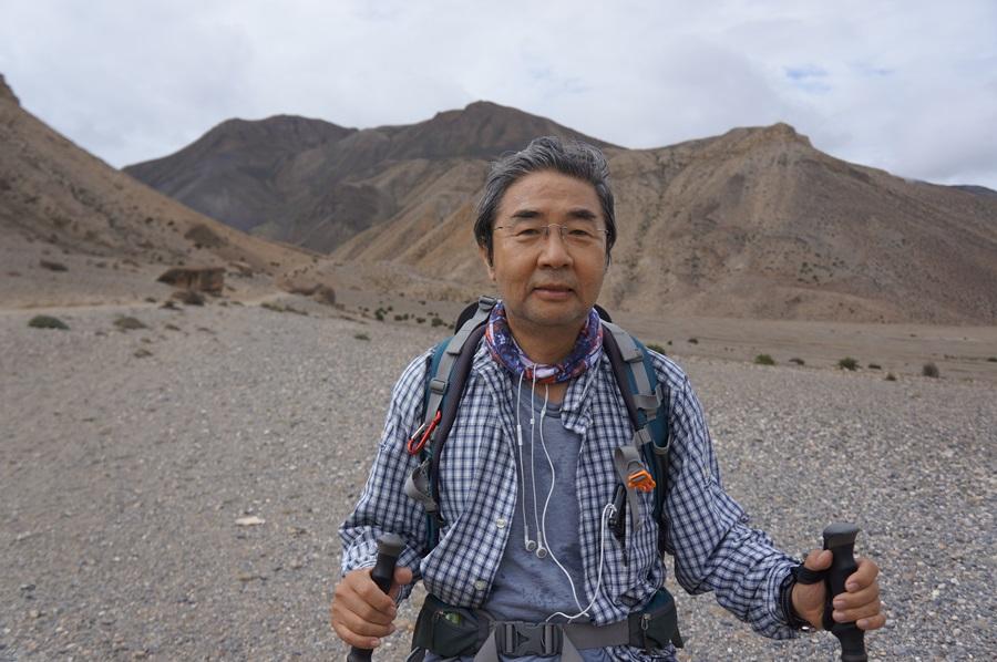 히말라야에서 트레킹을 하고 있는 이홍식 교수.