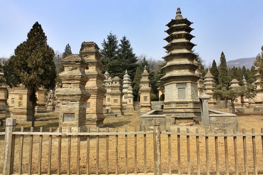 소림사 고승들의 묘터인 탑림. 유네스코 지정 세계문화유산.