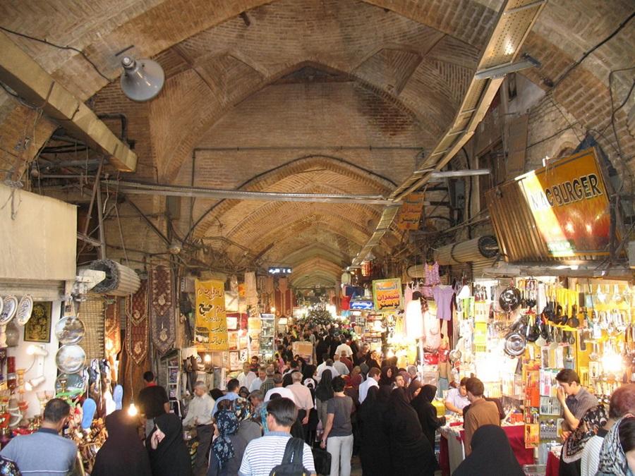 실크로드가 통과하는 이란 시장의 일종인 바자르.