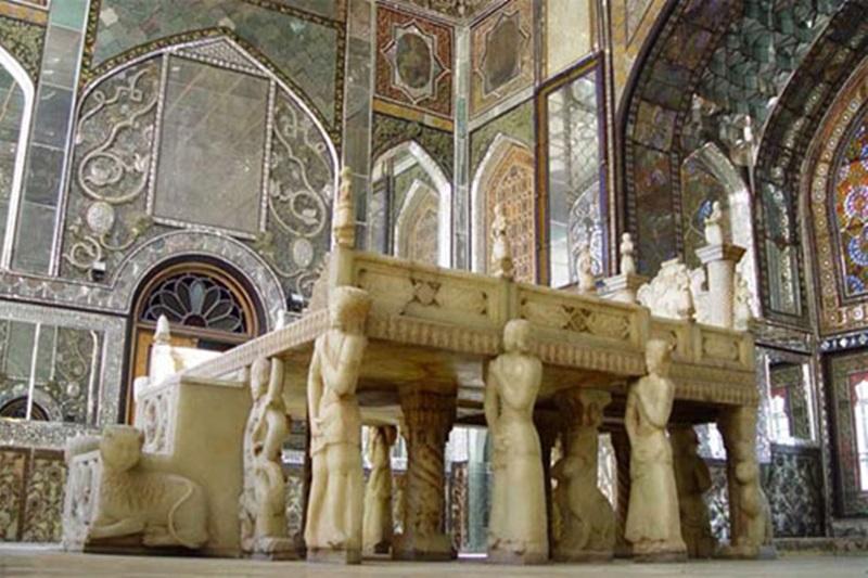 카자흐왕조 시대 예술품으로 평가받는 세계문화유산 골레스탄 궁전의 화려한 모습.