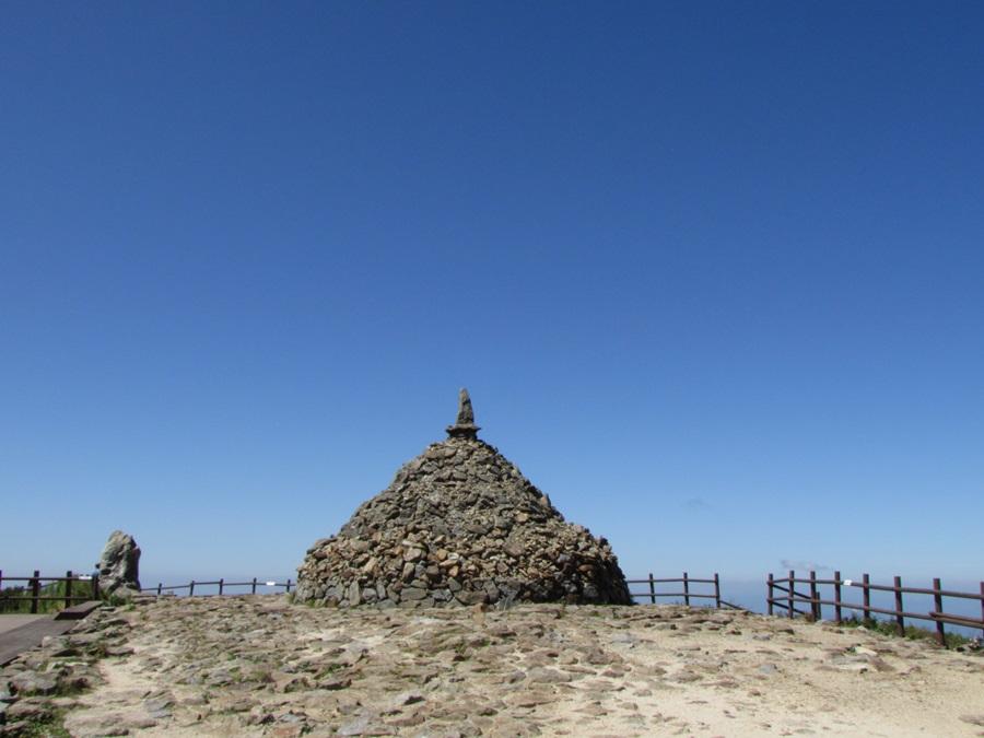노고단 돌탑은 언제부터 누가 쌓았는지 정확히 전하는 바가 없다.