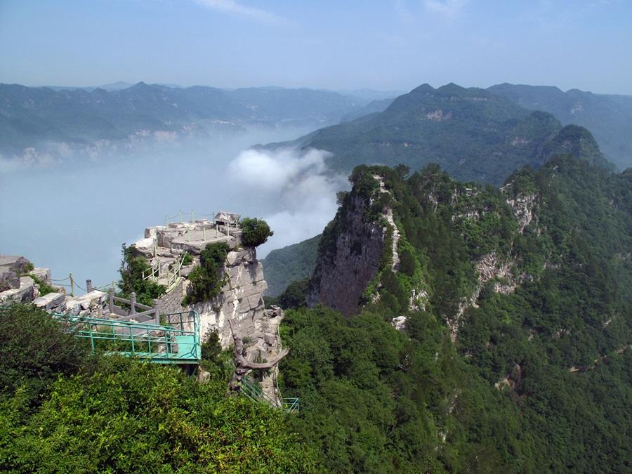 중국 태항산은 오대산과 그리 멀지 않은 곳에 자리잡고 있으며, 역시 불교와 도교의 명승지로 유명하다.