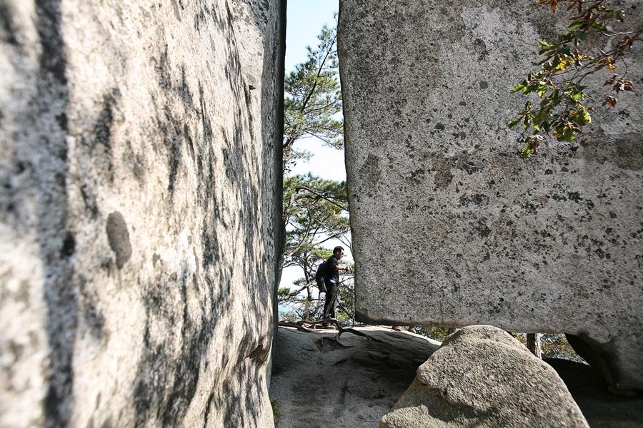 대야산 암벽 구간 전경