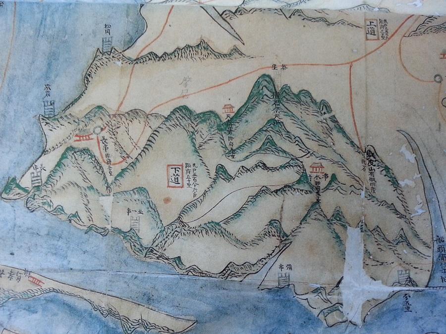 정상부근의 단군제천소 표기와 그 아래로 정수사 그림이 뚜렷하다. (강화지도, 18세기 후반 이후, 국립중앙도서관)