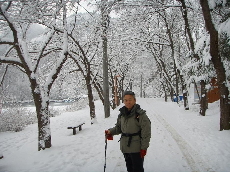심영목 교수는 특히 눈 쌓인 겨울 산을 좋아한다고 말한다.