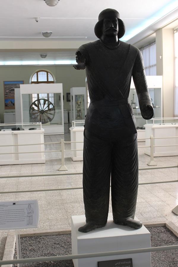 이란인들의 원조인 아리안계통의 조각상이 이란박물관에 전시돼 있다.