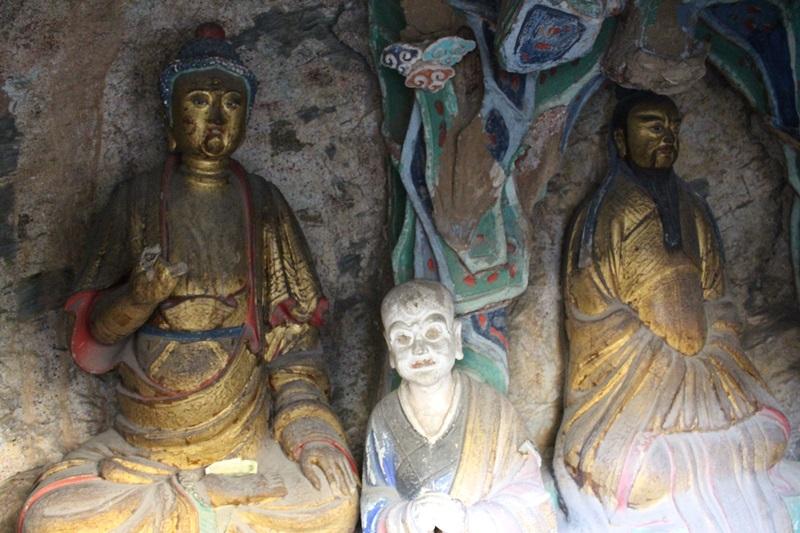 현공사에는 노자와 부처, 공자의 동상이 나란히 모셔져 있다.